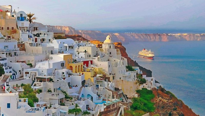 Santorini – Destination of the Month (Apr '17)
