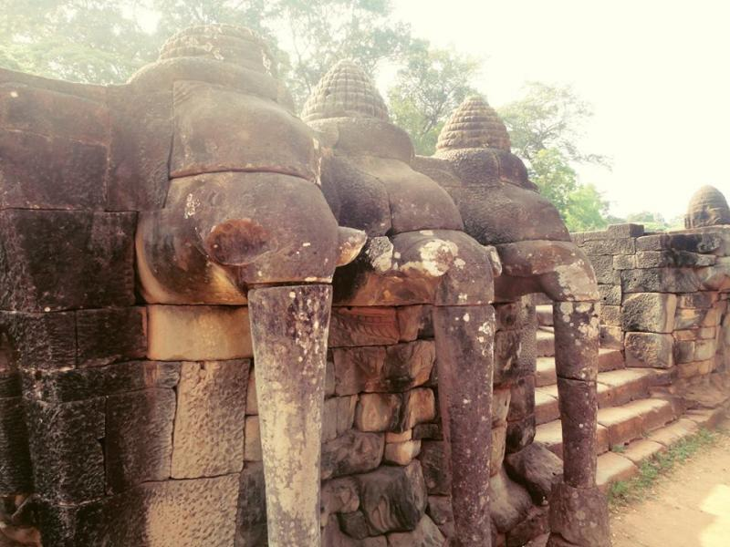 Baphuon terrace of elephants leper king at angkor thom for Terrace of the elephants
