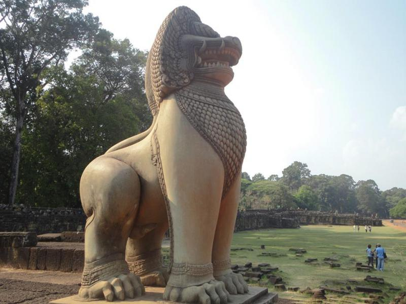 Baphuon terrace of elephants leper king at angkor thom for Terrace of the elephants